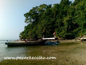 pantai dibagian timur di Pulau Nusakambangan