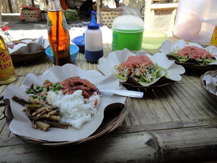ayam taliwang dan plecing kangkung