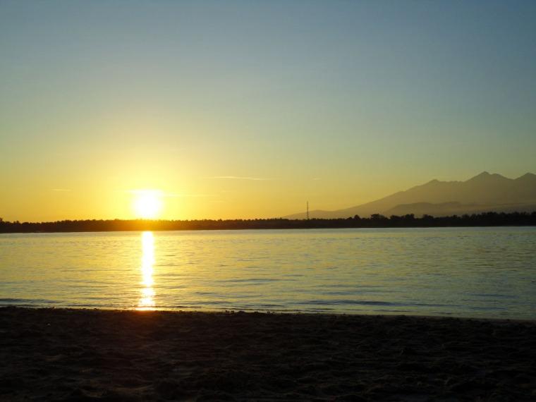 Sunrise di pantai timur Trawangan
