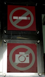 dilarang merokok dan mengambil kamera