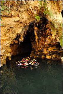 http://wirawisata.blogspot.com/2012/01/cave-tubing-pindul.html