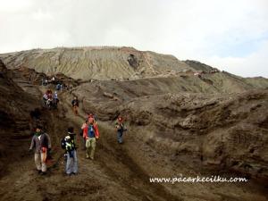 kondisi jalan menuju tangga ke puncak Bromo