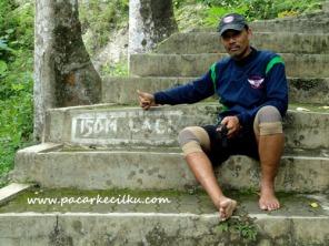tangga menuju mulut Goa Petruk