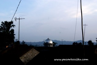 suasana maghrib di Desa Giritirta