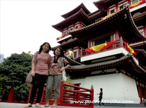 di depan Buddha Tooth Relic Temple and Museum