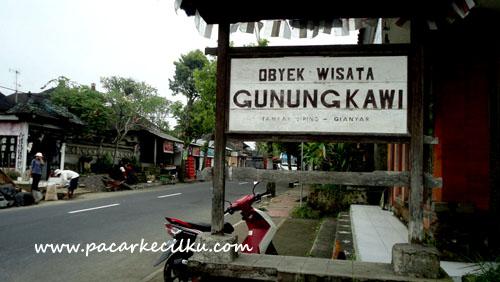 plang wisata Gunung Kawi di Tampak Siring