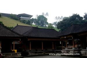 Istana Tampak Siring dilihat dari Pura Tirta Empul