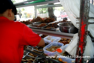 Menu Nasi Jinggo dan Nasi Pedas di Jalan Raya Tuban