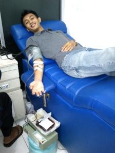 pengalaman pertama Bagas donor darah