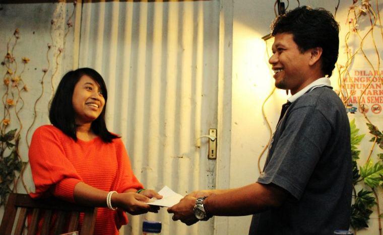 menerima sumbangan uang dari Kampret untuk Blogger Hibah Sejuta Buku