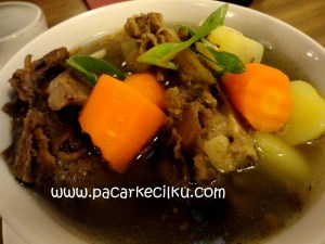 sop buntut ala Break Resto & Coffee