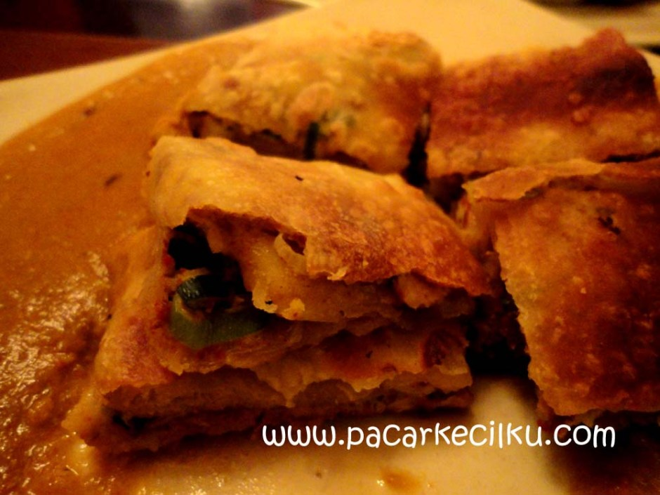 Martabak Chicken dengan Sauce Curry