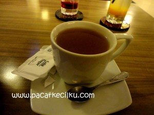 hot lemon tea ala Break Resto & Coffee