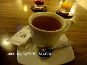 hot lemon tea ala Break Resto & Coffee
