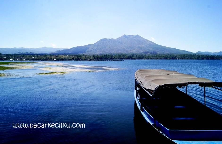 pemandangan dari tepi Danau Batur
