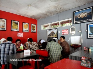 suasana makan di Bungong Jeumpa