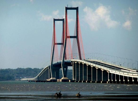 Suramadu Bridge Sumber: en[dot]wikipedia[dot]org