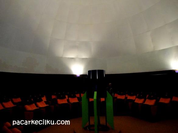 suasana di dalam Planetarium Jogja