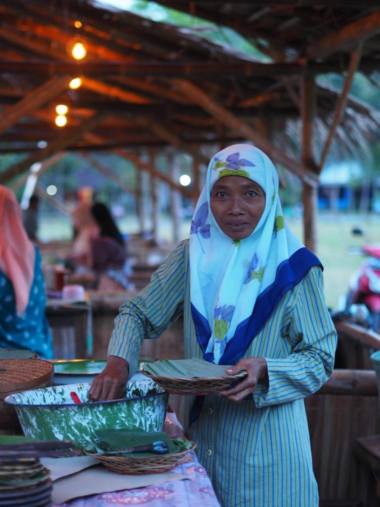 Ibu Ngatiyem. Salah satu penjual di Pasar Banyunibo